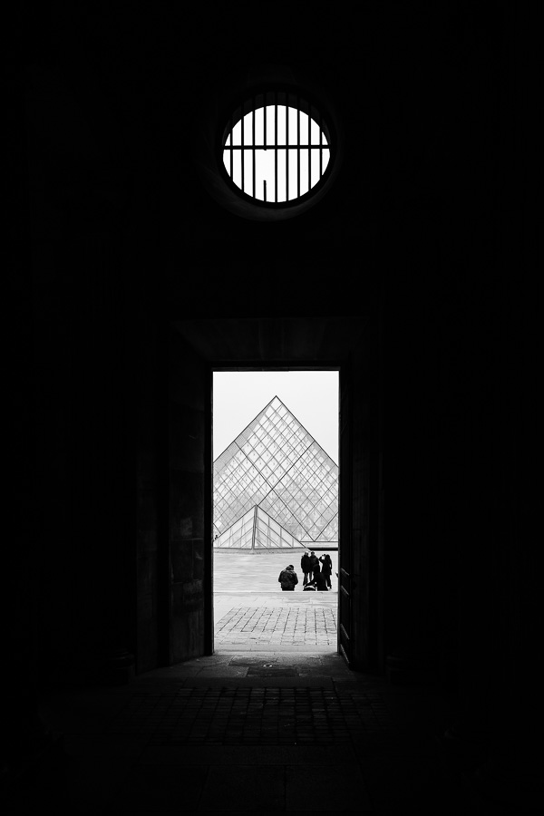 Pyramide du Louvre Paris - Street Photography